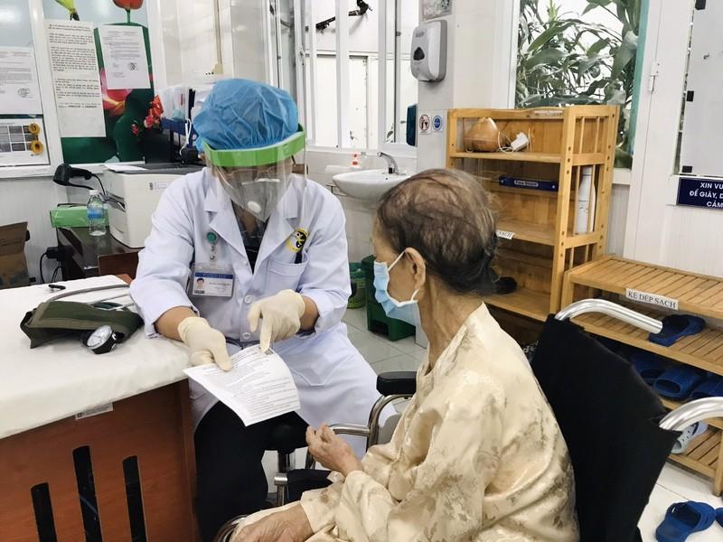 Phú Nhuận cơ bản hoàn thành việc tiêm mũi 1 vaccine ngừa COVID-19 - ảnh 1