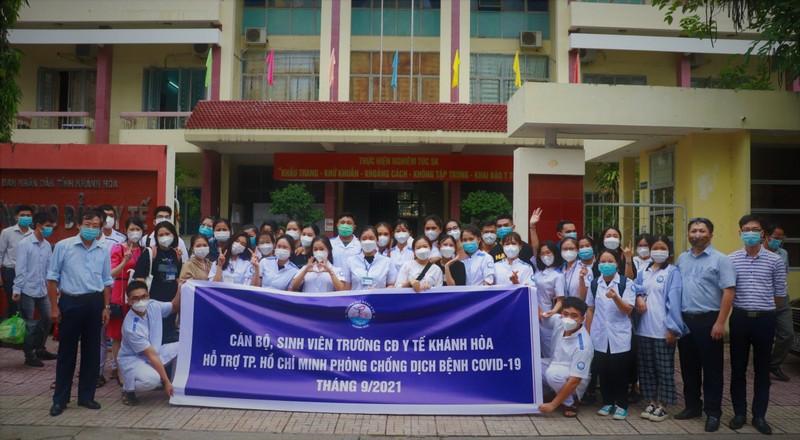 70 sinh viên Cao đẳng Y tế Khánh Hòa vào TP.HCM hỗ trợ chống dịch - ảnh 1