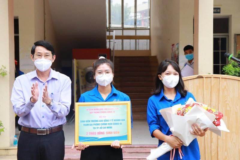 70 sinh viên Cao đẳng Y tế Khánh Hòa vào TP.HCM hỗ trợ chống dịch - ảnh 2