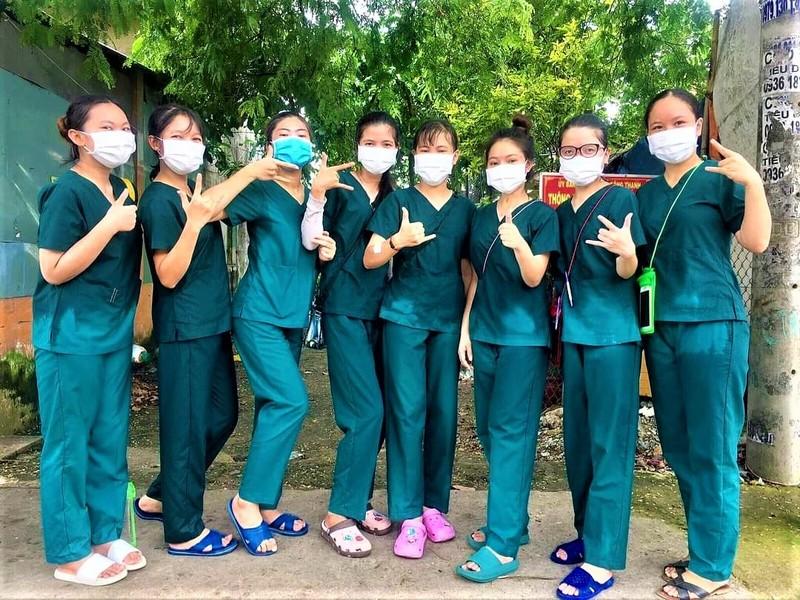 Nữ sinh viên y khoa 'trốn nhà' để được vào tâm dịch - ảnh 2