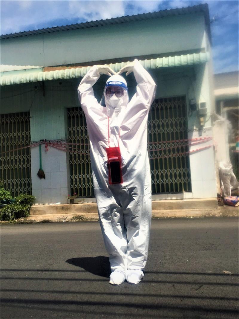 Nữ sinh viên y khoa 'trốn nhà' để được vào tâm dịch - ảnh 1