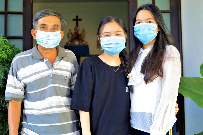 Nữ sinh viên y khoa 'trốn nhà' để được vào tâm dịch - ảnh 3