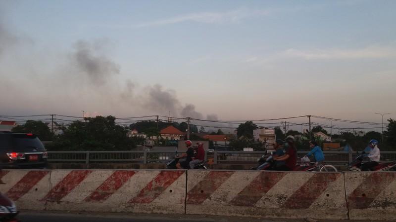 Hàng trăm cảnh sát dập đám cháy xưởng gỗ ở Thủ Đức - ảnh 12