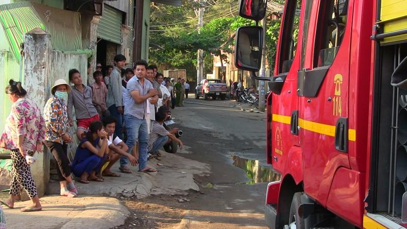 Hàng trăm cảnh sát dập đám cháy xưởng gỗ ở Thủ Đức - ảnh 14