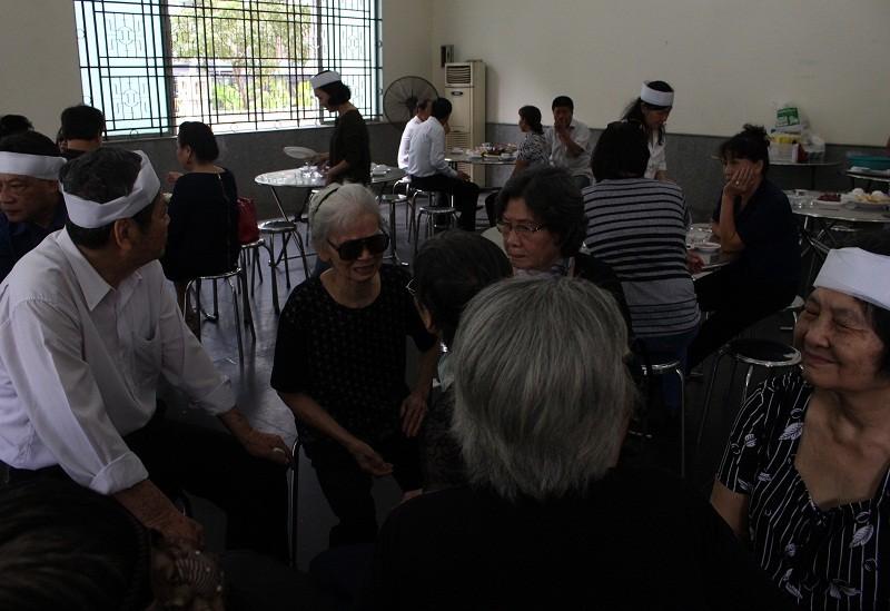 Những cảm xúc nghẹn ngào trong đám tang NSƯT Quang Lý - ảnh 3