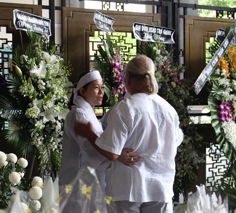 Những cảm xúc nghẹn ngào trong đám tang NSƯT Quang Lý - ảnh 9