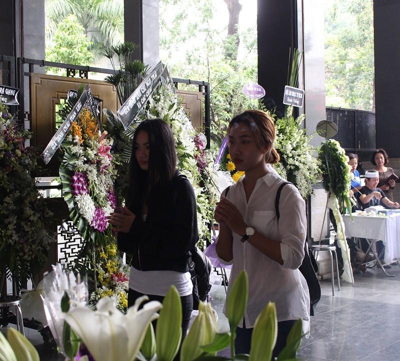 Những cảm xúc nghẹn ngào trong đám tang NSƯT Quang Lý - ảnh 8