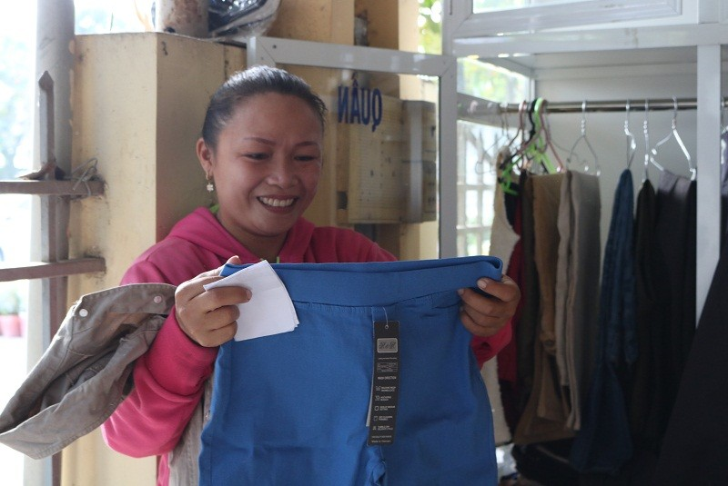 Người dân quận 2 háo hức với tủ đồ miễn phí - ảnh 10