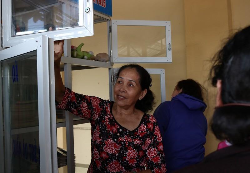 Người dân quận 2 háo hức với tủ đồ miễn phí - ảnh 7