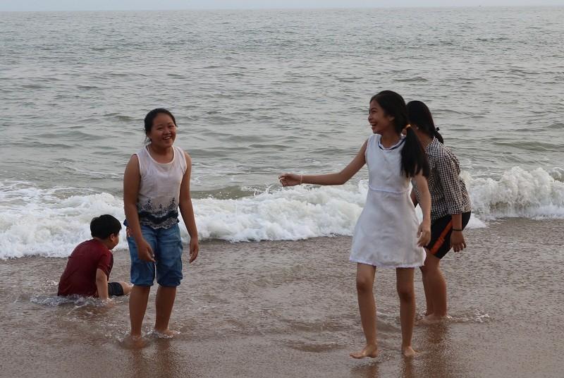 Biển Cam Bình được du khách ưa chuộng mùa Tết - ảnh 16
