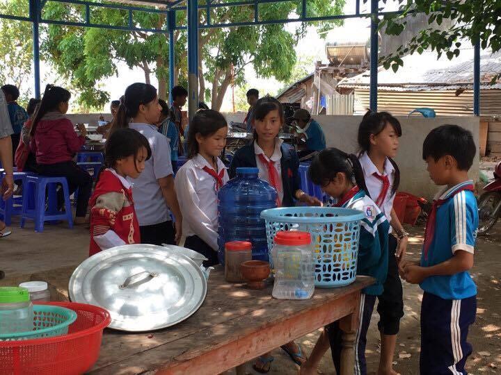 Anh Tám Khỏe hỗ trợ gạo, hạt giống cho học sinh nghèo - ảnh 4