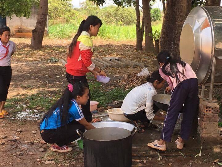 Anh Tám Khỏe hỗ trợ gạo, hạt giống cho học sinh nghèo - ảnh 6