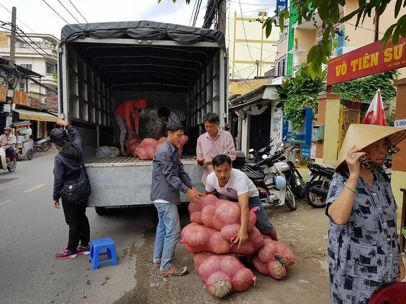 Sài Gòn 'giải cứu' 10 tấn bí đỏ giúp người dân Đăk Lăk - ảnh 4