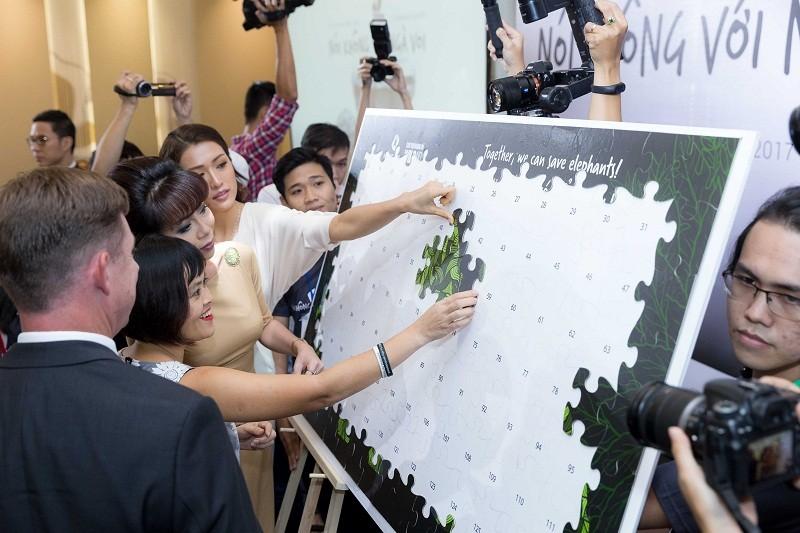 Hoa hậu Phạm Hương mong chấm dứt nạn buôn bán ngà voi - ảnh 4