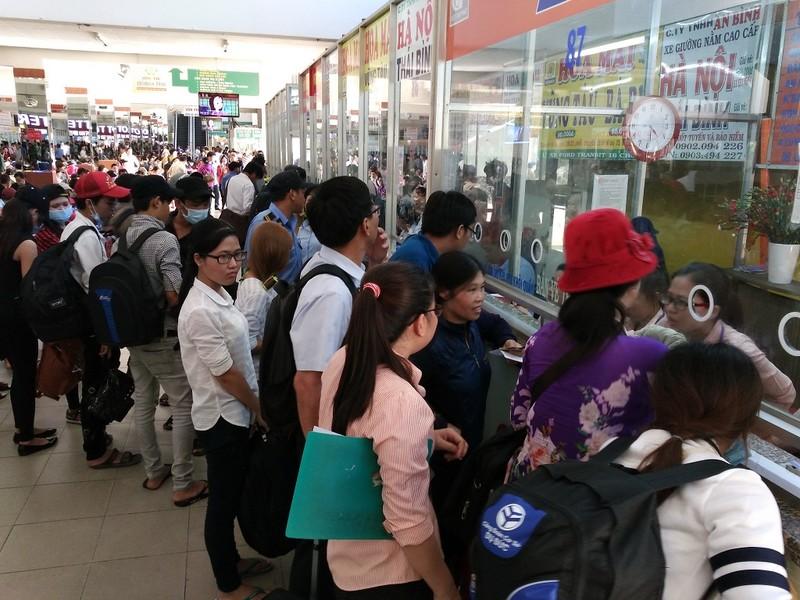 Các bến xe ở TP.HCM tổ chức bán vé xe Tết sớm - ảnh 1