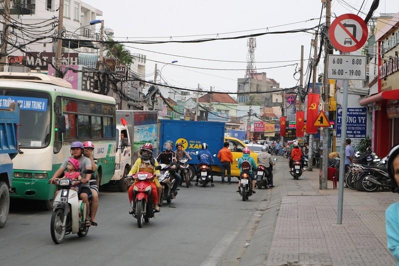 Ùn ứ trên giao lộ Phạm Văn Đồng - ảnh 9