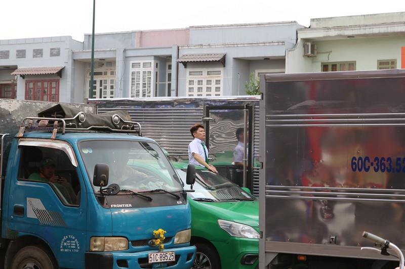 Ùn ứ trên giao lộ Phạm Văn Đồng - ảnh 7