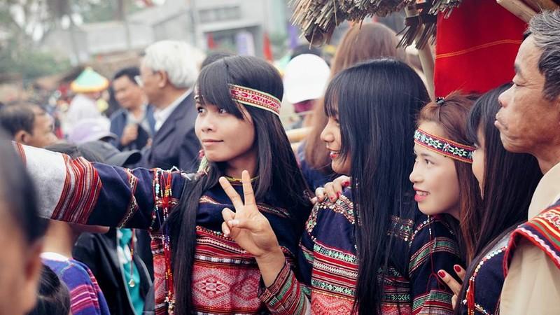 Ngẩn ngơ trước vẻ đẹp của các cô gái Bahnar - ảnh 4