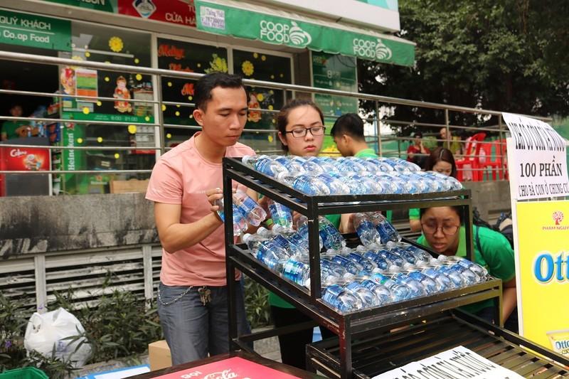 Hỗ trợ thức ăn, nước uống miễn phí ở chung cư Carina - ảnh 9