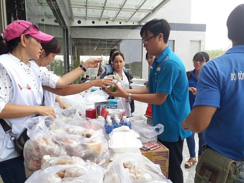 Hỗ trợ thức ăn, nước uống miễn phí ở chung cư Carina - ảnh 2