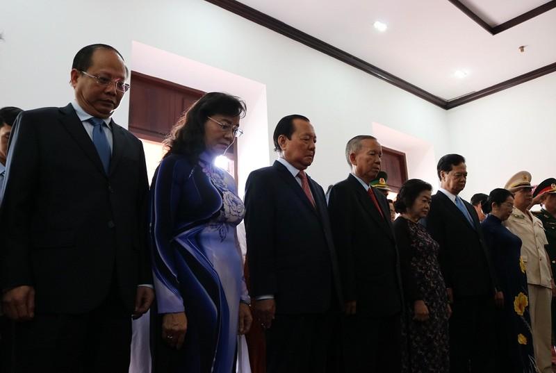 Lãnh đạo TP.HCM dâng hương lên Chủ tịch Hồ Chí Minh - ảnh 3