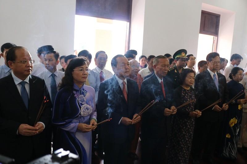Lãnh đạo TP.HCM dâng hương lên Chủ tịch Hồ Chí Minh - ảnh 4