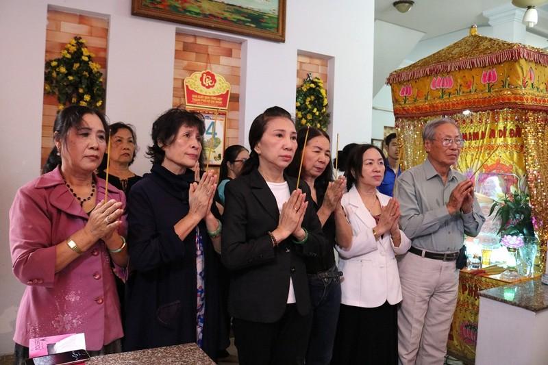 Cụ già đến tiễn anh hùng Nguyễn Văn Thương bằng lời hát - ảnh 4