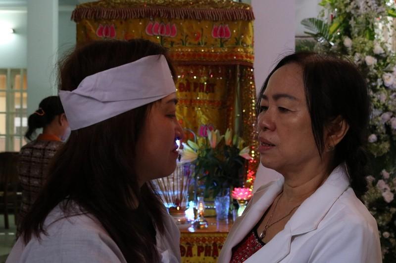 Cụ già đến tiễn anh hùng Nguyễn Văn Thương bằng lời hát - ảnh 6
