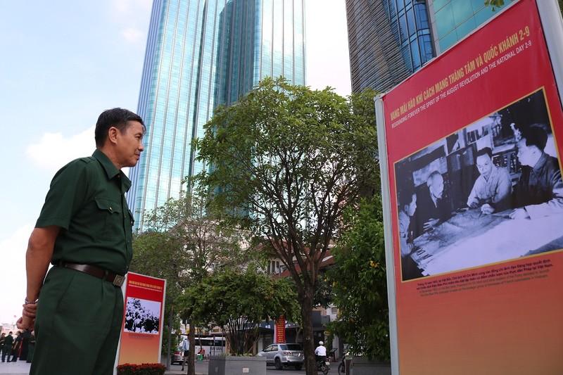 TP.HCM triển lãm ảnh kỷ niệm CMT8 và Quốc khánh 2-9 - ảnh 6