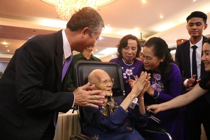 Phong tặng, truy tặng danh hiệu Bà mẹ VNAH cho 15 mẹ ở TP.HCM - ảnh 2