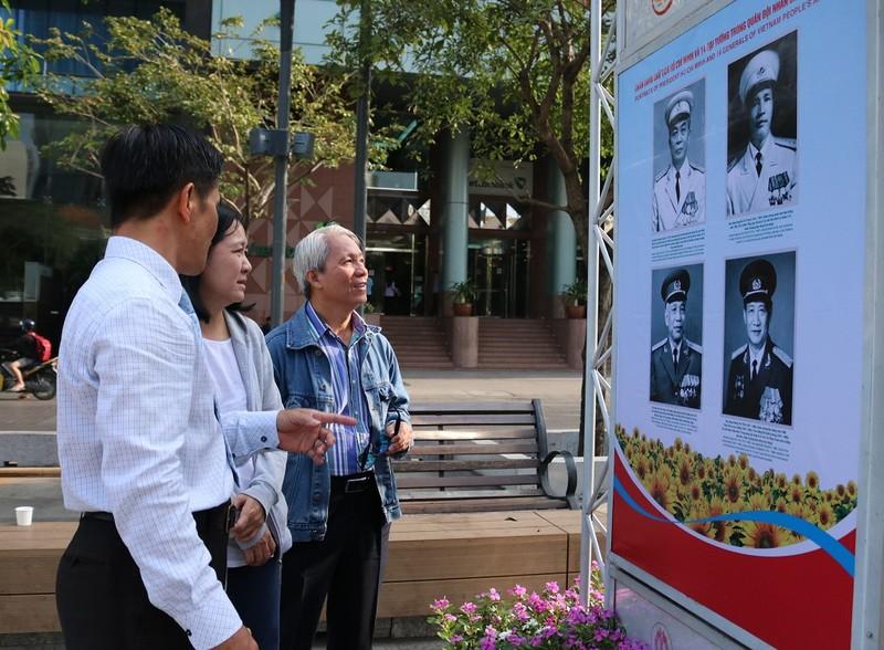 TP.HCM triển lãm ảnh 75 năm Quân đội nhân dân Việt Nam - ảnh 4