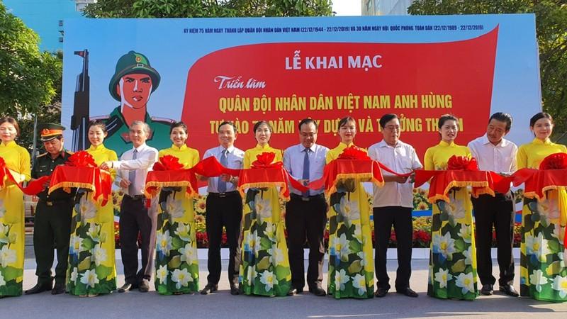 TP.HCM triển lãm ảnh 75 năm Quân đội nhân dân Việt Nam - ảnh 1