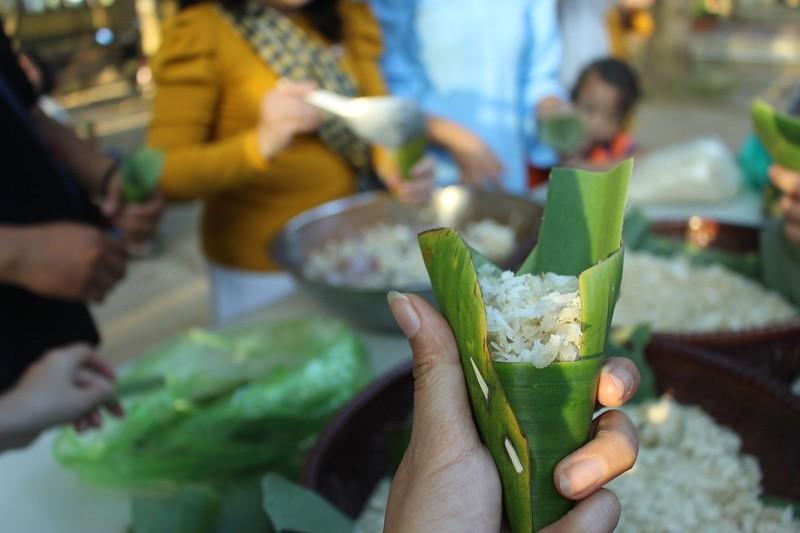 Về Trà Vinh trải nghiệm làm cốm dẹp cùng người Khmer - ảnh 7