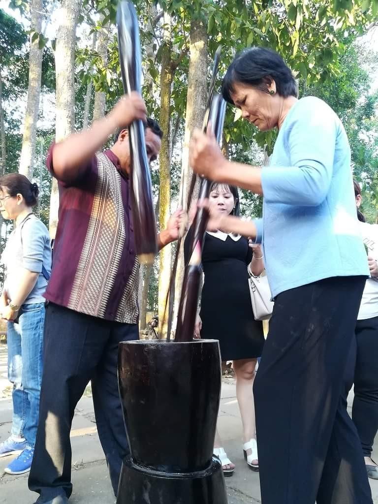 Về Trà Vinh trải nghiệm làm cốm dẹp cùng người Khmer - ảnh 4
