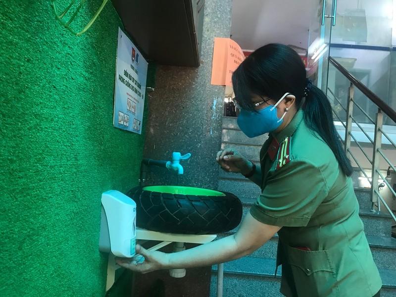 Độc đáo bồn rửa tay chống dịch COVID-19 từ vỏ xe ôtô - ảnh 3