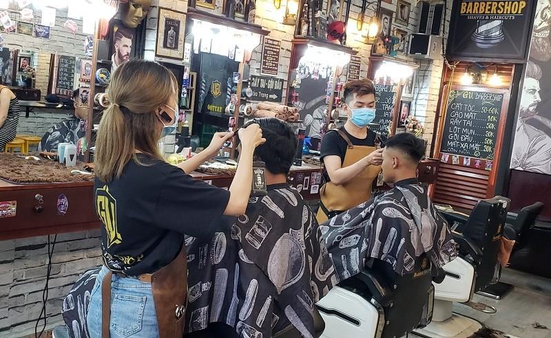 Tiệm hớt tóc, quán nhậu tuân thủ lệnh tạm ngưng hoạt động - ảnh 1