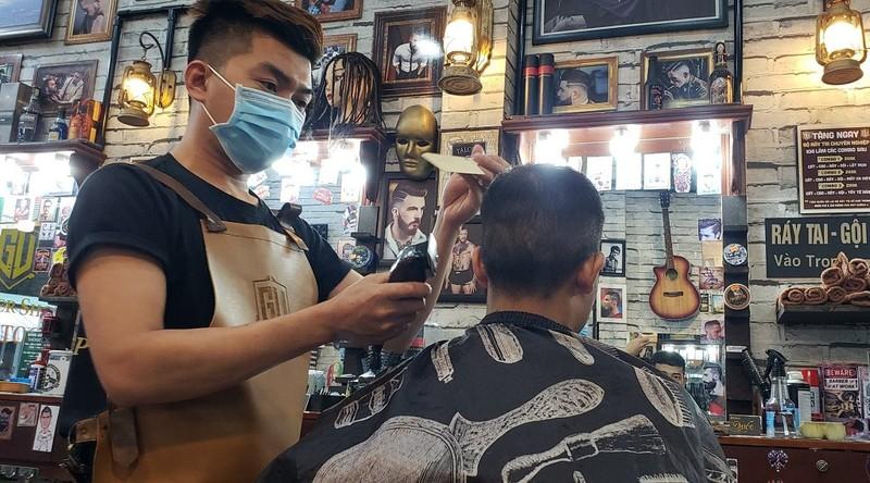 Tiệm hớt tóc, quán nhậu tuân thủ lệnh tạm ngưng hoạt động - ảnh 2