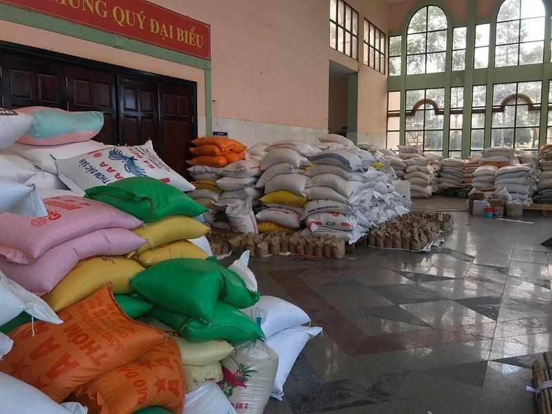 50 tấn gạo cho người nghèo tại ATM gạo Thủ Đức trong ngày đầu - ảnh 6