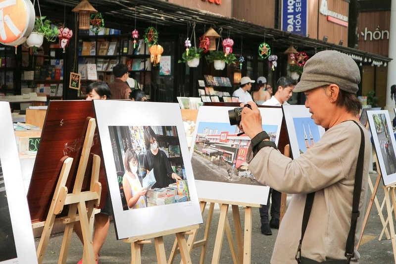 """Điểm lại mùa """"Sài Gòn COVID-19"""" qua sách ảnh - ảnh 4"""