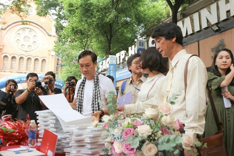 """Điểm lại mùa """"Sài Gòn COVID-19"""" qua sách ảnh - ảnh 1"""