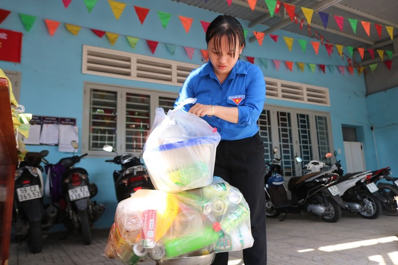 1 kg rác thải nhựa đổi lấy 1 kg gạo, cùng nhau sống xanh - ảnh 5
