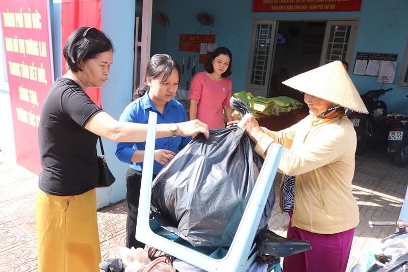 1 kg rác thải nhựa đổi lấy 1 kg gạo, cùng nhau sống xanh - ảnh 1