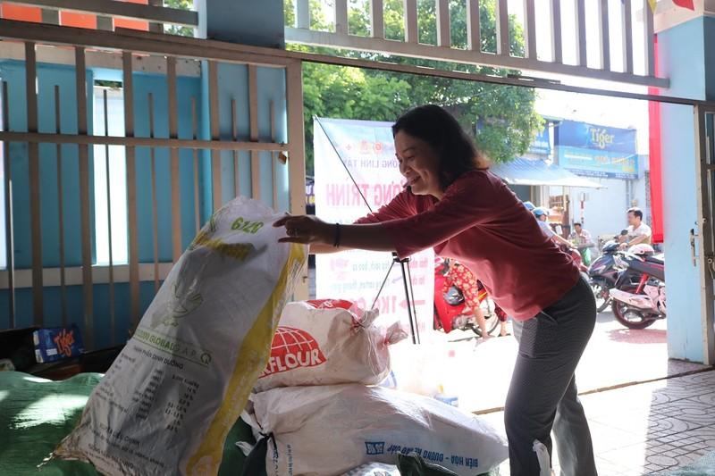 1 kg rác thải nhựa đổi lấy 1 kg gạo, cùng nhau sống xanh - ảnh 8
