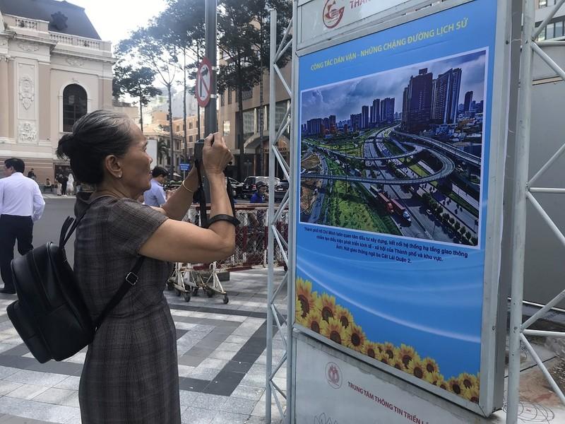 Triển lãm ảnh kỷ niệm 90 năm Ngày truyền thống Dân vận - ảnh 4
