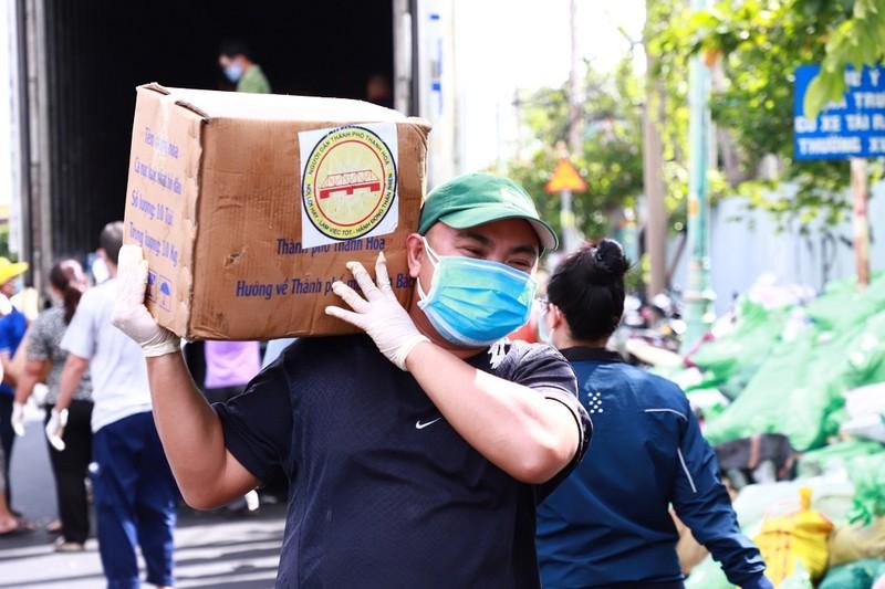 Hơn 1.700 tấn lương thực tỉnh Thanh Hóa hỗ trợ TP.HCM đã cập bến  - ảnh 3