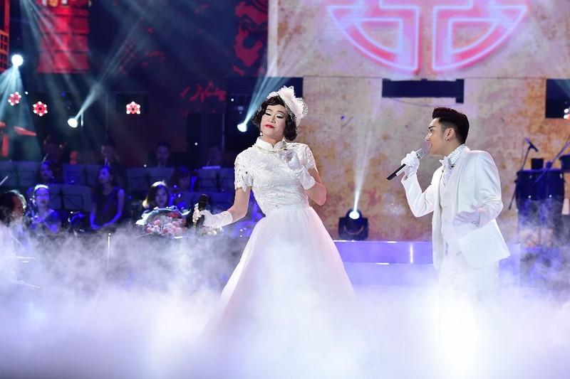 Hoài Linh diện váy cô dâu trắng, nhận mình là  'cơm' - ảnh 5