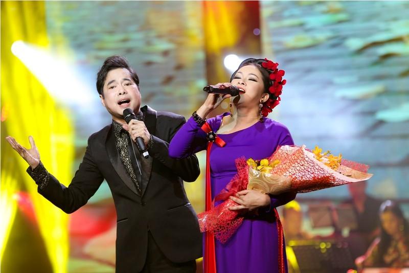 Ca sĩ Như Quỳnh trong vòng tay khán giả TP.HCM - ảnh 2