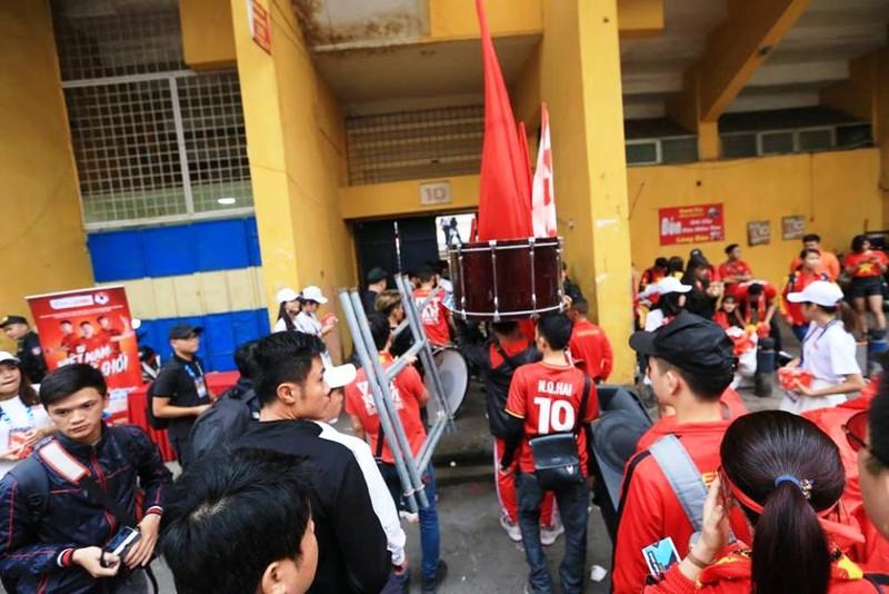 Vé chợ đen đội giá trước trận Việt Nam - Campuchia - ảnh 3