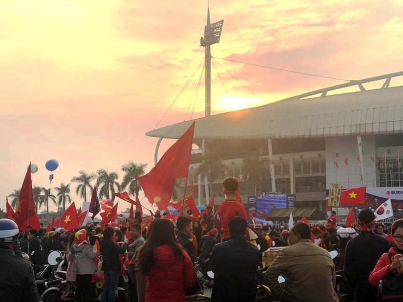 Cổ động viên Malaysia lặng lẽ trước sự cuồng nhiệt của VN - ảnh 2
