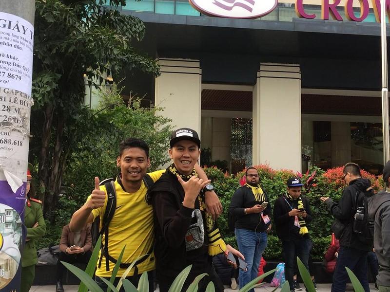 Cổ động viên Malaysia lặng lẽ trước sự cuồng nhiệt của VN - ảnh 3